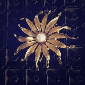 Vintage Floral Brooch GoldTone Full Bloom